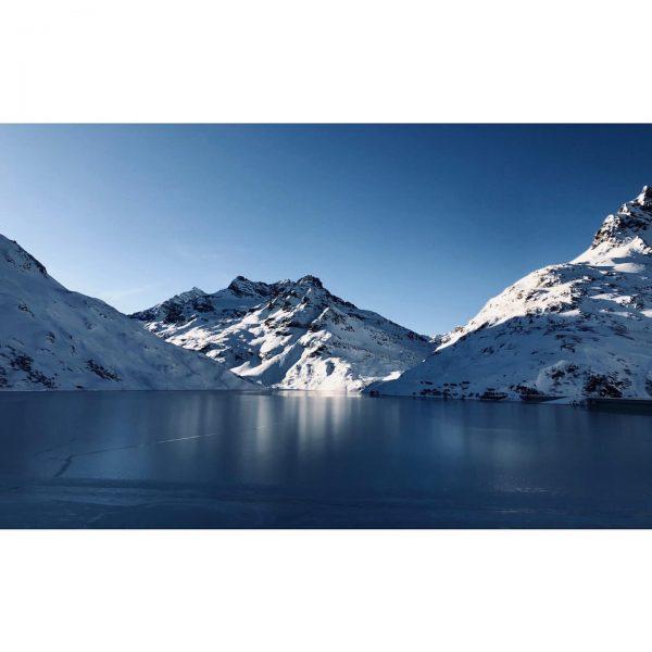Frozen❄️ #bielerhöhe #bergpic #mountains #silvrettamontafon #skitouring #meintraumtag #hennekopf #weroamaustria #modernoutdoors #silvrettahochalpenstrasse #fernwehfreitag #silvrettastausee ...