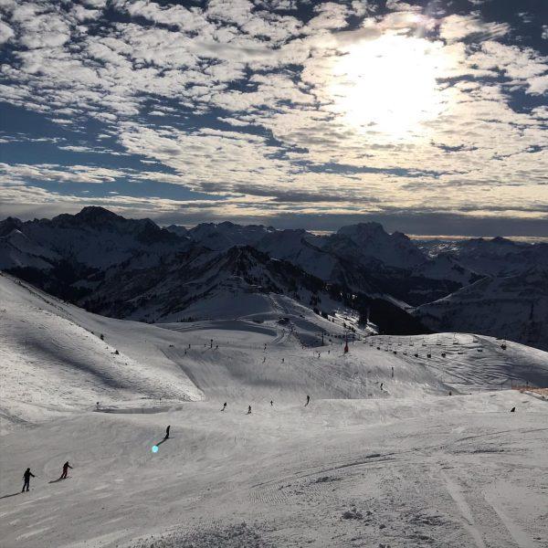 ⛷🎿🏔❄️ . . . #nofilterneeded #perfectday #holiday #homeawayfromhome #ski #skifoan #damüls #damuels #vorarlberg #bregenzerwald #derbergruft Damülser Mittagsspitze...