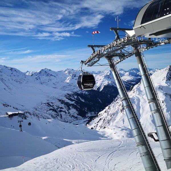 🏔️Traumhafter Skitag am Arlberg🏔️ . . . #winterwonderland #clouds #kastleskis #bluesky #snow #skiing ...