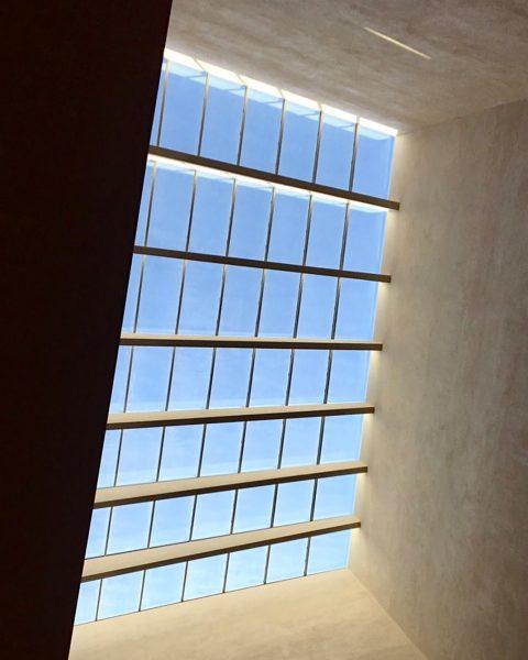 Yenia_Interior 抬頭看看,奧地利 能夠享受建築所呈現的光,是多麼美好的事 #YCP #Yenia #Yeniadesign #Yenia_Interior #抬頭看看 . 🏠 #architecture #architecturephotography #architecturelovers ...