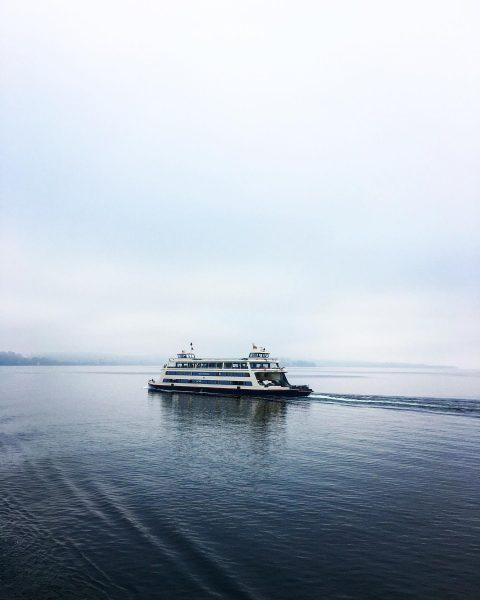 towards safe waters #ferrytale #ferryride #leinenlos #ahoi #schiffahoi #waterfront #seefreunde #lakelife #lakeview #instalake ...