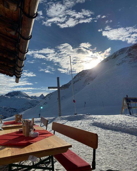 ☀️ #lech #breakfast #couldveworse #sun #alps #ski #livingthegoodlife #nofilterneeded Kriegeralpe