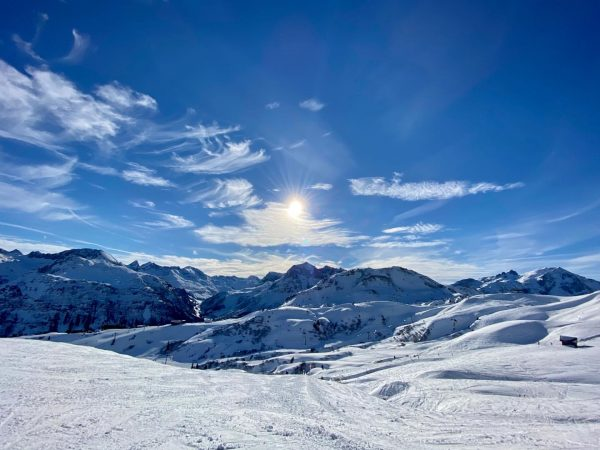 traumtage @lechzuers #lechzuers #arlberg #visitvorarlberg #austria #ski #snowboard #holiday #winterwonderland #mountains #clouds #sky #dreamday #lavendellech Lech, Vorarlberg,...