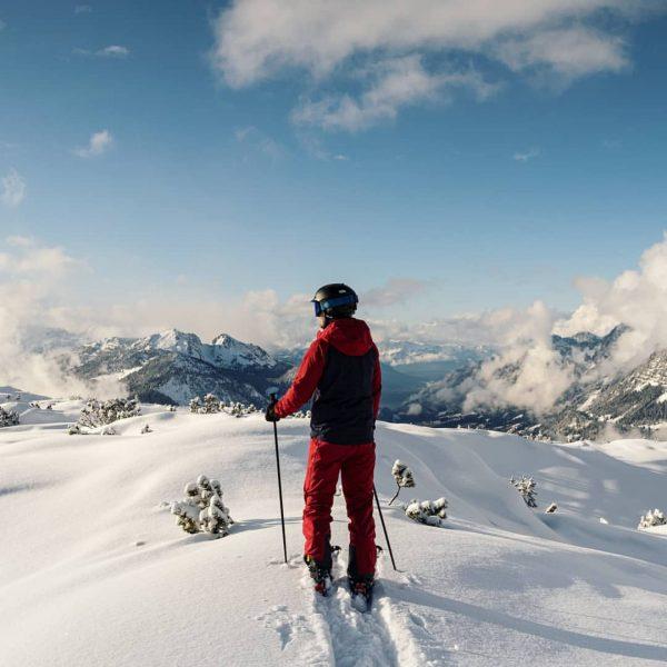 WUHUU! Het heeft gesneeuwd! 🙏🏻 Vanochtend in de volle sneeuwval onze draaidag op ...