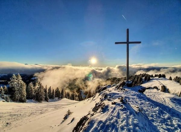 Views above the fog 📸 by @sandc_outdoorphotography #visitbregenzerwald #bregenzerwald #vorarlberg #hochhäderich #hittisau #visitbregenzerwald ...