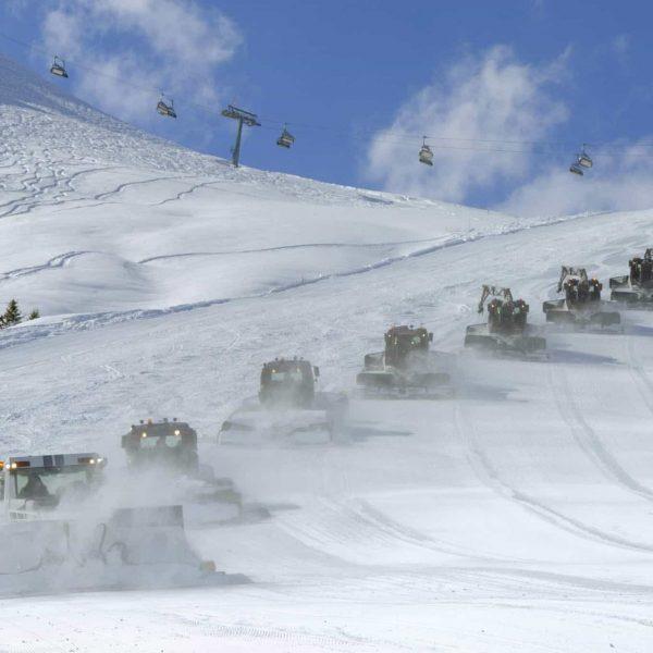 Ein wunderschöner Skitag geht zu Ende... ☀️⛷🏂 - Unsere Pistengeräte-Mannschaft sorgt dafür, dass ...