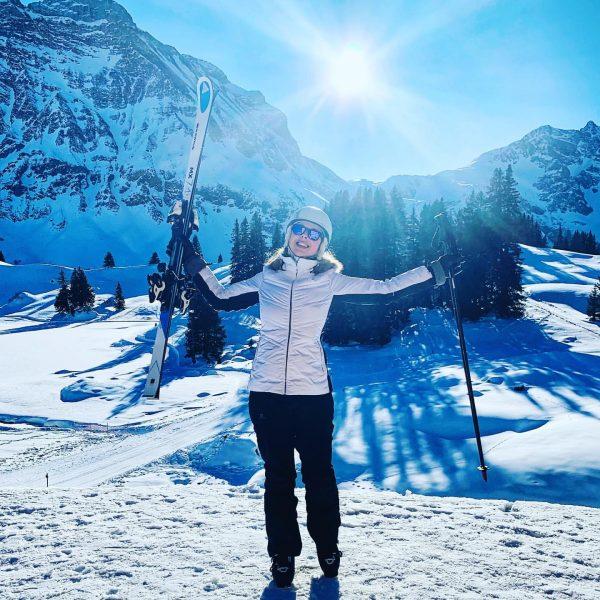 Von der Wüste in den Schnee ❄️ #skifahren #alpsmountains #kaiserwetter #lechzuers #arlberg #stanton ...