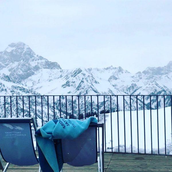 Keun Sonne aber Super Schneeverhältnisse ❄️💪⛷ En nu dwarrelen de eerste sneeuvlokjes ons ...