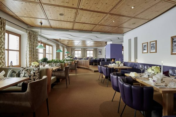 Unsere Stube in neuem Glanz ✨ #mohnenfluh #echtsein #echteberge #hotel #stube #restaurant #lila ...