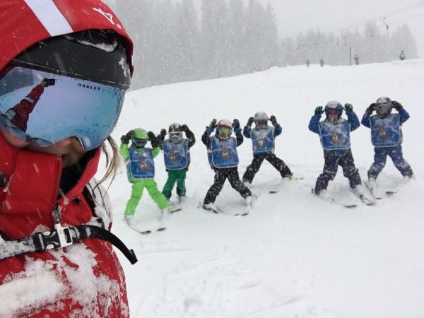 Auch im Schneesturm waren unsere Kids heute gut drauf🤪🌨 • #ski #kleinwalsertal #burmi ...