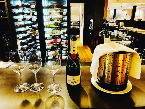 🙏🙏👌👌👌😘😘😘 #moetchampagne #luisroederer #delicious #moet #hotelschwärzler 🍾🍾😍😍 Hotel Schwärzler in Bregenz