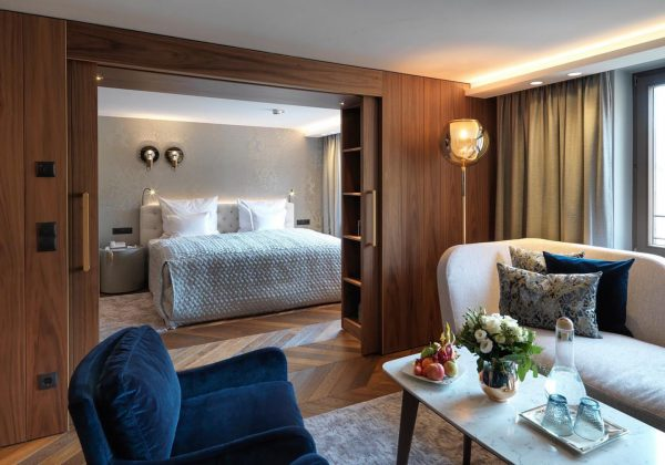 ✨ Check-In in den wohlverdienten #Luxus 😍✨ #grandresortzürserhof #hotelzürserhof #suite #suitedreams #zürs #lech ...