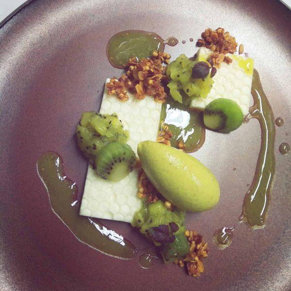 Kiwi : Curd cheese : Granola : Olive oil #dessert #pastry #lech #aurelio ...