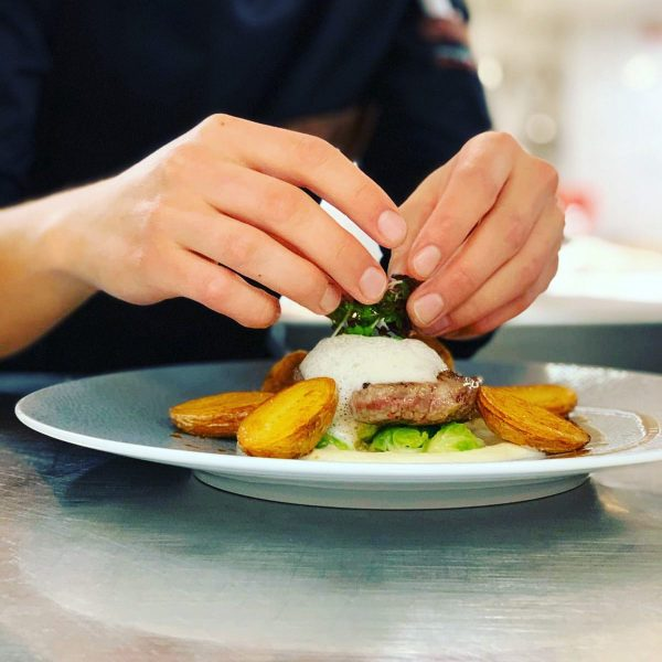 Joel unser Jungkoch zaubert und verzaubert mit seiner feinen Küche #leckeressen #guteküche #outdoor ...