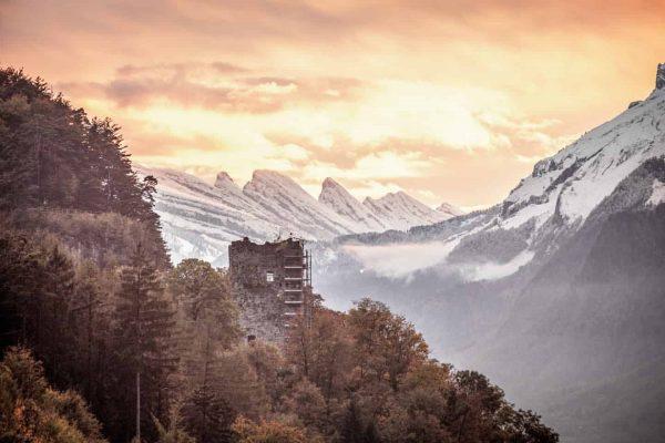 """Watching the sunset over the castle ruin """"Neu-Montfort"""" 🏰🌄. . Die Burgruine Neu-Montfort ..."""