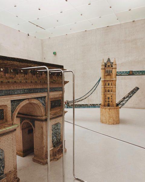 miniminiminimonuments #raphaelavogel #bellendbinichaufgewacht #kunsthausbregenz #kunsthaus #bregenz #contemporaryart #contemporaryexhibition #exhibition #miniaturepark #miniatureworld #arcdetriomphe #triumphbogen ...