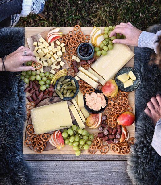 ᵂᴱᴿᴮᵁᴺᴳ Warum die Käseplatte nicht mal mit Kuschelfell und Decke auf der Terrasse ...