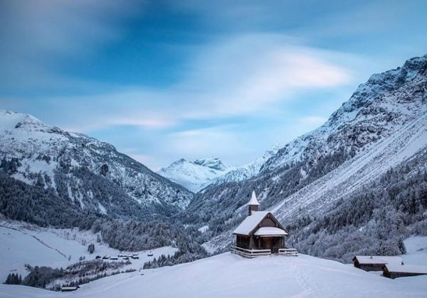 Silent mornings at the Schalzbach chapel 📸 by @fredfriedrichbohringer #visitbregenzerwald #bregenzerwald #vorarlberg #winter ...