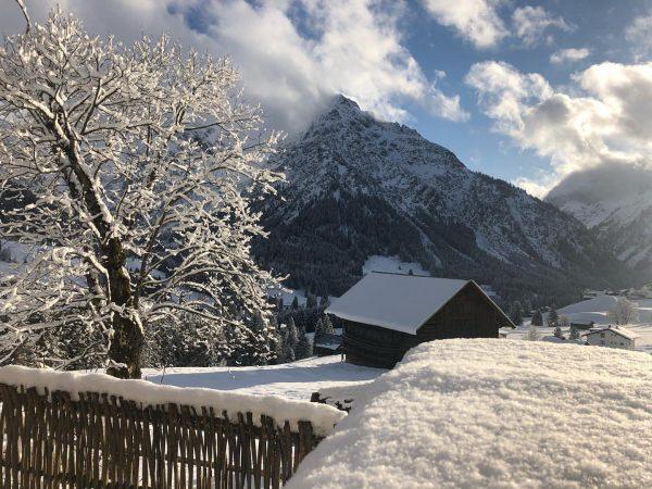 Und es geht weiter mit traumhaften Aussichten. Nach dem Schneetreiben - Winterwonderland Kleinwalsertal. ...