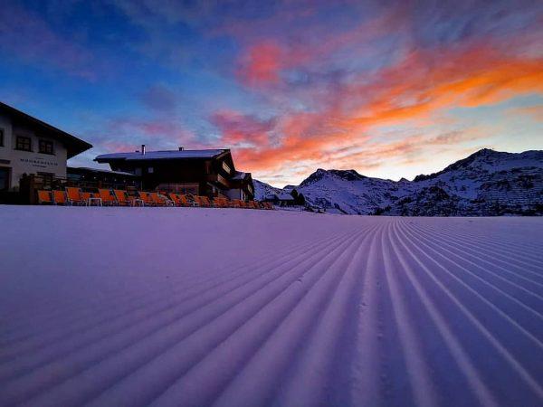 Morgenstund hat Gold im Mund 😊 #mohnenfluh #echtsein #echteberge #hotel #winter #mountains #mountainlove ...