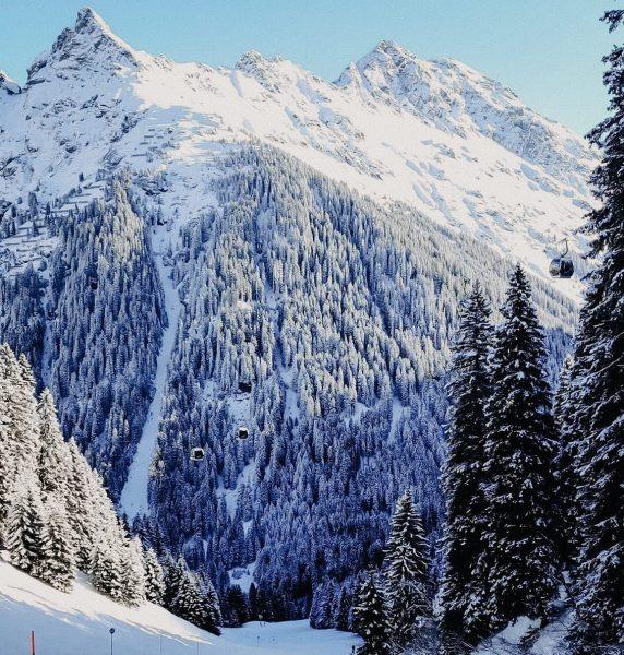 300 Pistenkilometern ⛷, faszinierendes Bergpanorama 🗻, 6 Skigebiete 🎿 und 75 Bergbahnen 🚠 ...