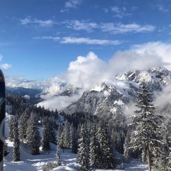 Wenn nach dem Schnefall die Sonne wieder scheint 😍☃️ #skiing #sonnenkopf #liebediesemomente #klostertal ...