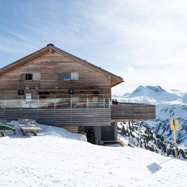 Herzlich Willkommen auf der Balmalp! Wir freuen uns auf Sie! #lech #lechzuers #skiarlberg ...