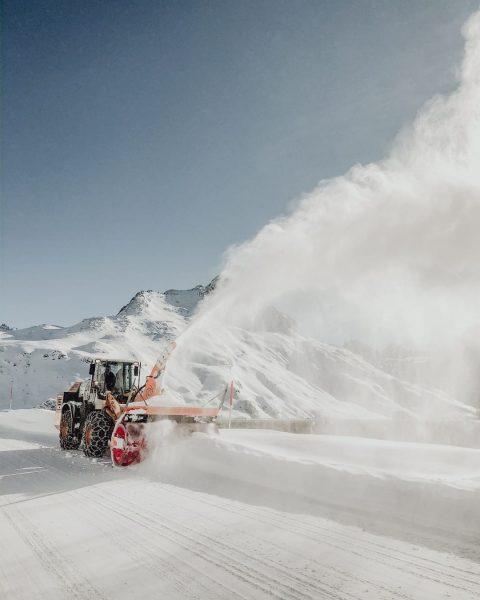 Volle Fahrt voraus! 💨 Alle Hände voll zu tun haben derzeit die Schneeräummeister. ...