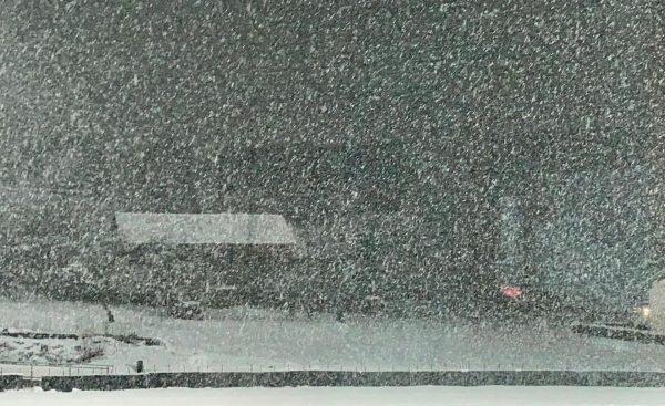 Bis Mitternacht schneit ☃️❄️ es in den Bergregionen im Nordweststau zeitweise noch intensiv ...