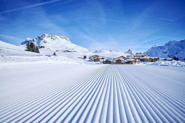 Von der Piste direkt zu uns 🤗☀️ #mohnenfluh #echtsein #echteberge #hotel #slopes #skiinskiout ...