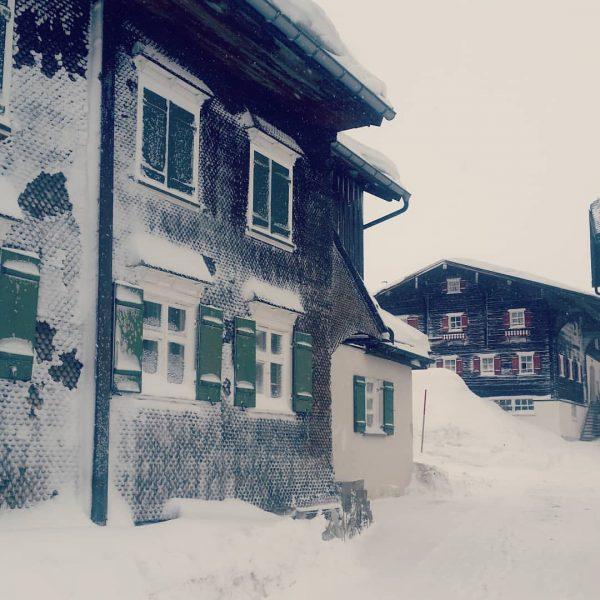 Und manchmal isses dann auch so. #warthschröcken #lechamarlberg #arlberg #schneezauber #schönwetterfahrer #vorarlberg #österreich ...