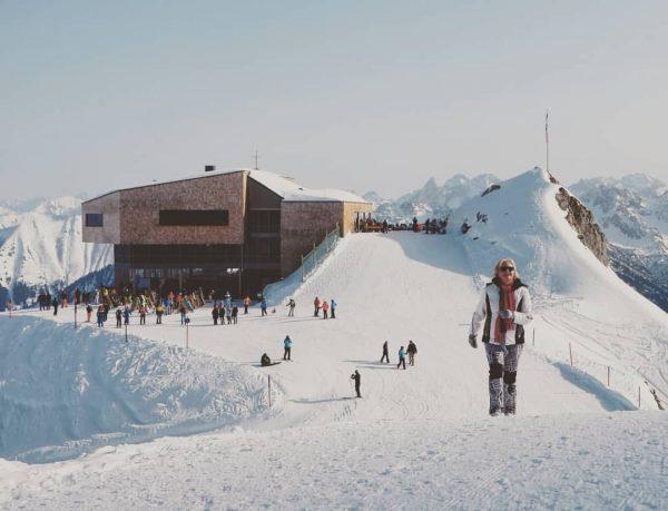 Auf geht's... Op naar het Gipfelkreuz Hahnenköpfle. Niet ver wel steil #walking #sneeuw ...
