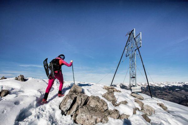 einmal mond und zurück @biovegan.bibi #mondspitze #vorarlberg #meinvorarlberg #visitvorarlberg #donttrythisathome #winter #winterhiking #adventure ...