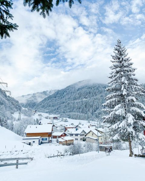 fresh layer of 𝓈𝓃𝑜𝓌 in the Arlberg ❄️ • • • #skiarlberg #lechzuers ...