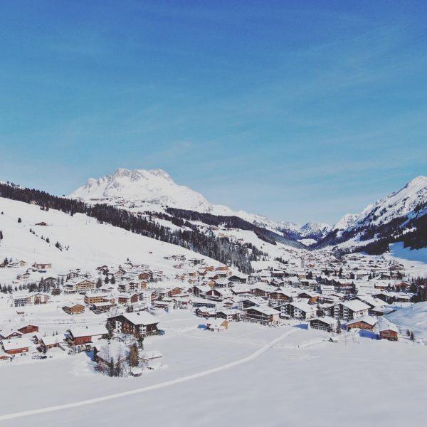 Isn't it beautiful?? #hausbraunarl #auroralech #lechzuers #lechamarlberg #visitvorarlberg #visitaustria #dji #dronephotography #ski #privateluxurymoments ...