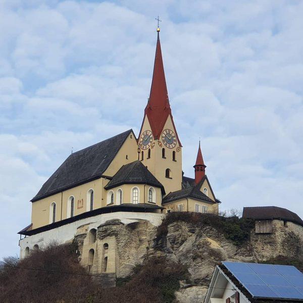Die #Basilika in #Rankweil wirkt auch in einem Winter ohne Schnee erhaben und ...