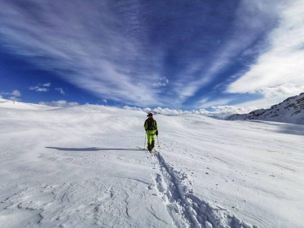 Walk alone @ winterwonderland 🙏 @silvrettamontafon @hellyhansenski @zagskis @julbo_eyewear Hochjoch