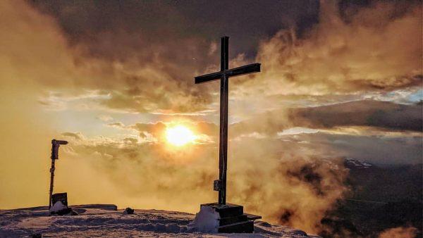 Hohe Kugel . . . #visitvorarlberg #hiking #sunset #clouds #winterwonderland Hohe Kugel