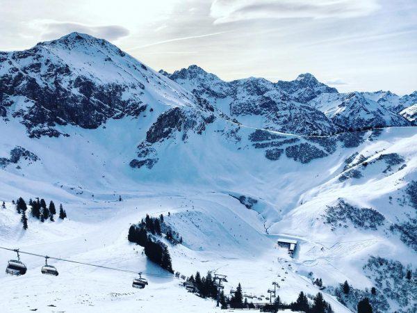 Schöner Start in die Skiwoche. ☀️ Ab morgen dürfen wir und ihr euch ...