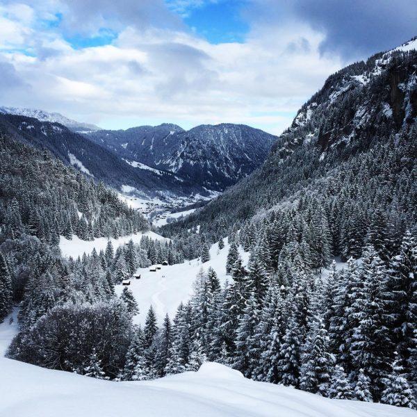 Winterwonderland in the #brandnertal ❄️ ideal for skiing, snowboarding, tobogganing, winterhiking , snowshoeing ...