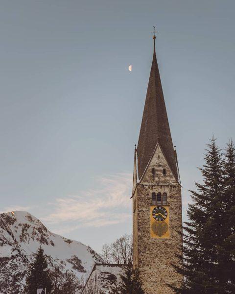 Moon at sunrise . . . #mittelberg #kleinwalsertal #church #clocktower #morning #morningmood #vorarlberg ...