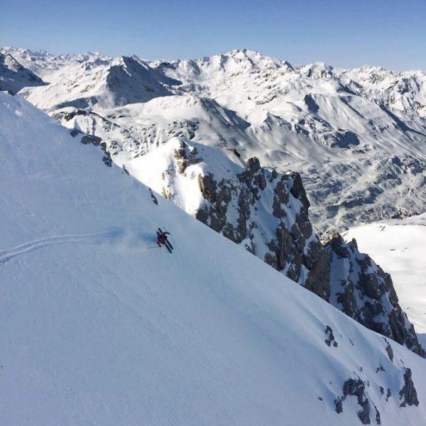 Inmitten der beeindruckenden Gipfel und im malerischen Tal, auf und abseits der Pisten ...
