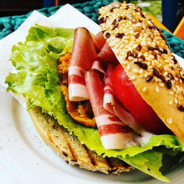 #bageloftheweek in Bregenz: #pumkinspread and bacon :::: and in Dornbirn it's #sweetpotatospread with ...