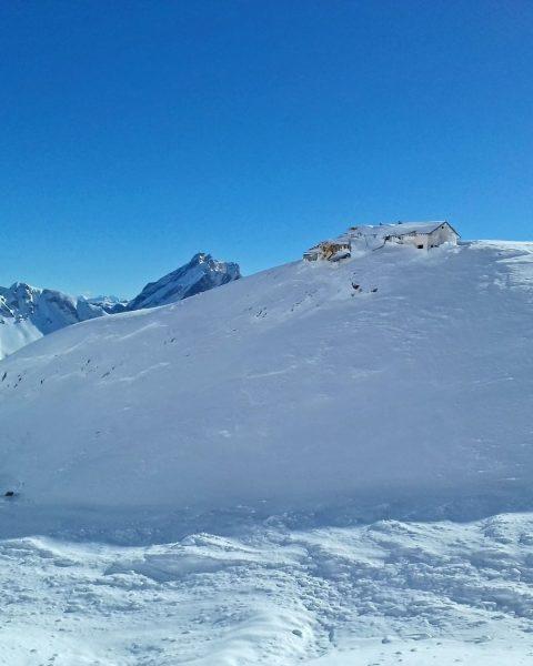 Die Totalphütte braucht eure Hilfe! 🙏 Im Jänner 2019 wurde die Hütte auf 2.385 m im Rätikongebirge...