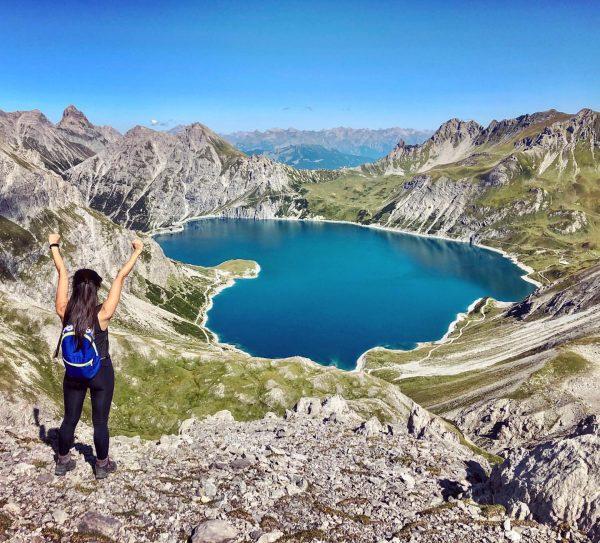 Finally found this gorgeous herzlich vantage point 😍 #lunersee #austria #roadtrip #travel #autumn #lake #herlich #hyperextendedelbows Totalphütte
