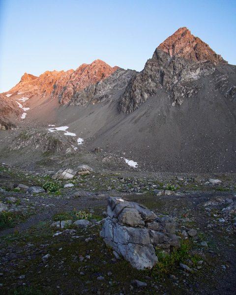 Die Berge glühen in der Morgensonne🔥☀️ +++++ Rätikon 3/4 +++++ #rätikon #wandern #hiking #berge #mountains #alps #alpen...