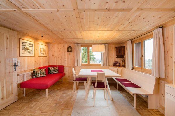 Tisch und Anrichte #tischlereibereuter #interiordesign #holz #furniture #inneneinrichtung #designmöbel #bregenzerwald #lingenau #woodworking #martinbereuter
