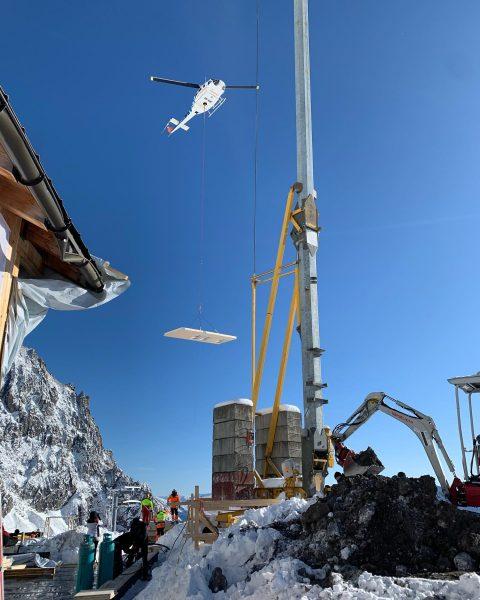 Baustelle Totalphütte #fusseneggerholzbau #wucherhelicopter #totalphütte #lünersee #vorarlberg #alpenverein @alpenverein_vorarlberg Totalphütte