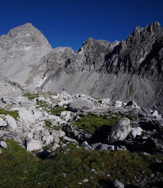 Hohe Berge und blaue Himmel⛰ ***** #schilder #signs #hiking #wandern #sonne #sun #mountains #berge #sky #himmel #alps...