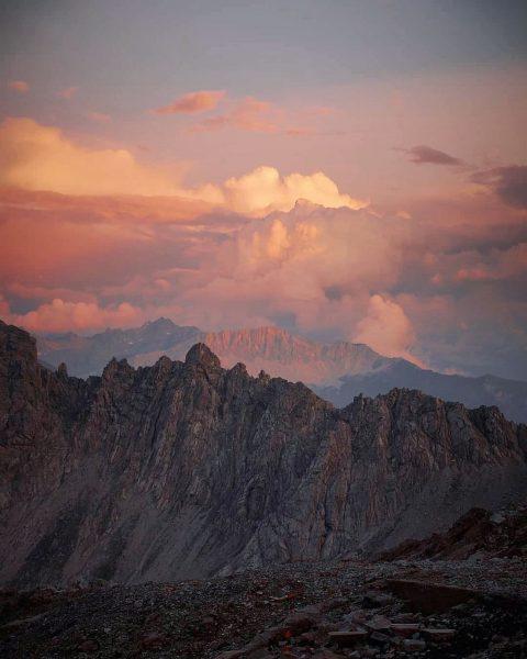 Image like a painting by #enecco member @martinspoerl_outdoor Hier oben scheint die Natur zum Erliegen zu kommen....
